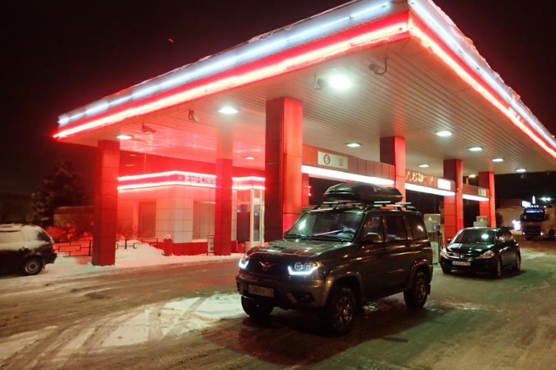 АЗС ПТК, расположенная на выезде из Новгородской области по направлению в Санкт-Петербург